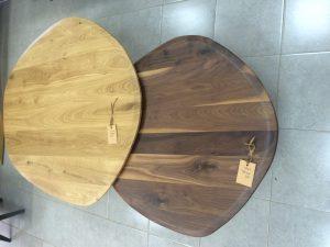שולחן סלון אמורפי מעץ מלא אלון מבוקע מלא אגוז אמריקאי מלא