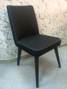 כסא מעץ מלא