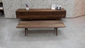 שולחן סלון מעץ אגוז אמריקאי מלא דגם בנג'מין חן בן טל