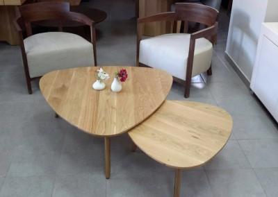 """שולחן סלון """"טוליפ"""" אלון מלא"""